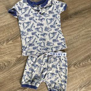 Boys Old Navy 2 piece pajamas size 4T